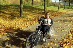 Dame mit Handbike