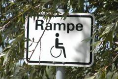 Rollstuhl - Baderampe Hinweisschild